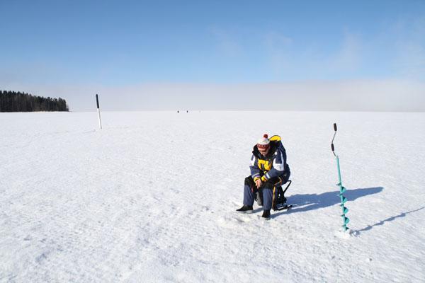 http://www.zanderland.fi/images/Perch_ice_fishing_lake_Zanderland_Finland.jpg